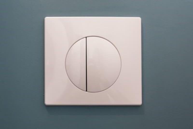 Salle de bain fermée de style contemporain blanc par Vanessa GERAUX 3