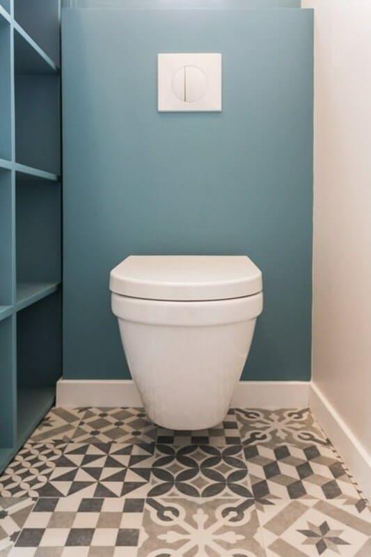 Salle de bain fermée de style contemporain blanc par Vanessa GERAUX 7